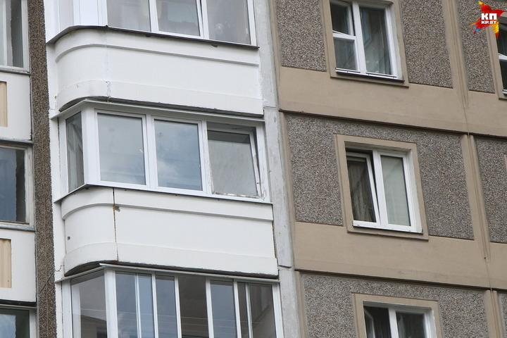 Десятиклассница угодила  вреанимацию после падения с 3-го  этажа в северной столице