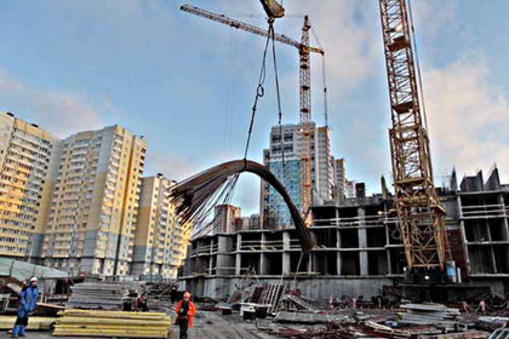 Работа на строительных площадках не останавливается ни на минуту