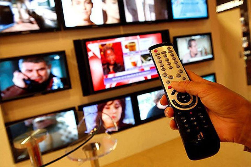 Некоторые радикально настроенные политики Эстонии требуют прекратить вещание российских телевизионных каналов.