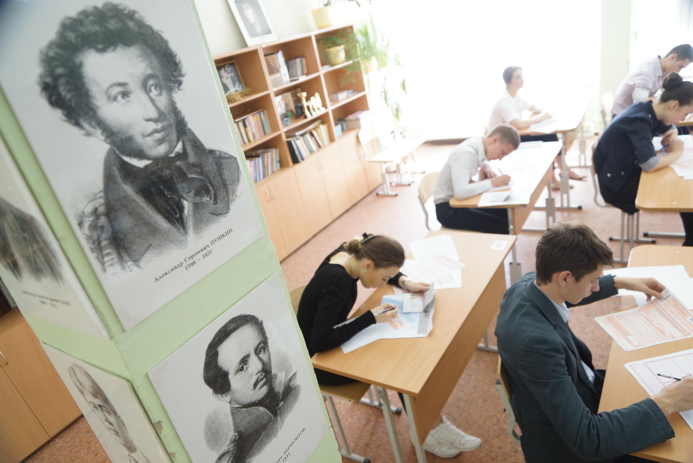 Правительство Москвы назвало школы, выпускники которых лучше всего сдали ЕГЭ за этот год.