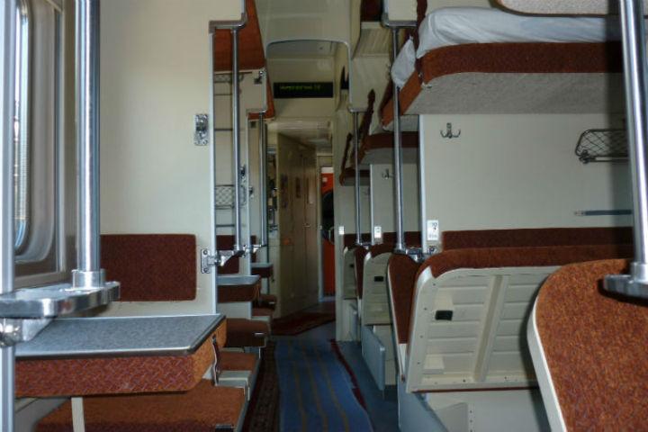 Впоезде «Москва-Мурманск» пассажирка пырнула себя вживот