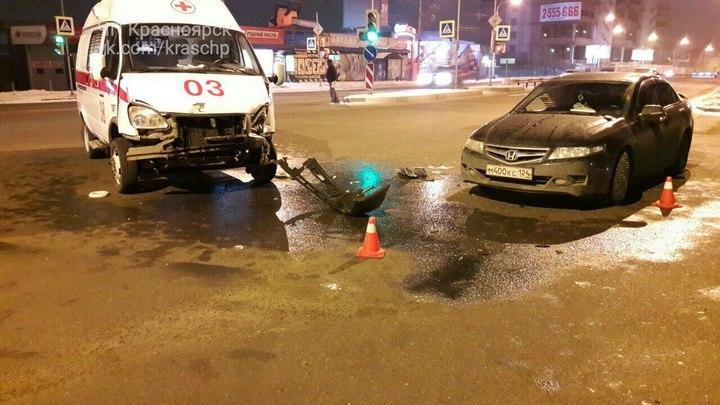 ВКрасноярске вДТП со«скорой» пострадал человек