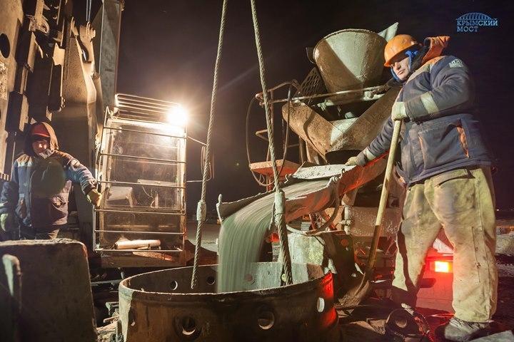 Окончание установки фундаментов опор напервом участке— Стройка Крымского моста
