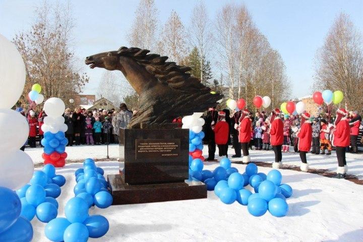 Парк вТаштаголе украсил бронзовый скакун сгривой