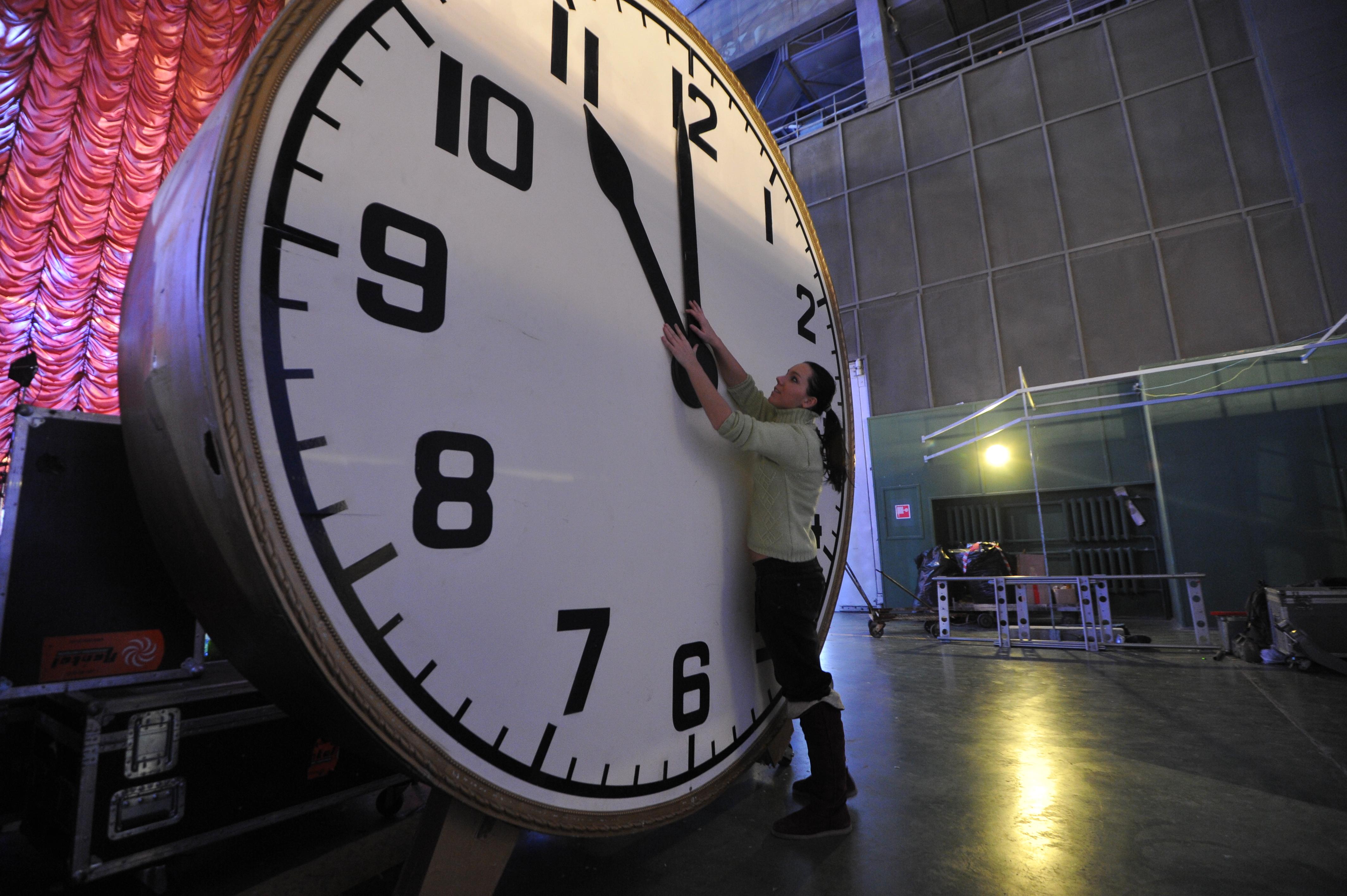 Государственная дума утвердила закон опереводе времени вСаратовской области начас вперёд