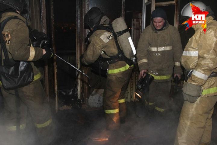 Пожарные спасли женщину изгорящей квартиры наулице Лени Голикова
