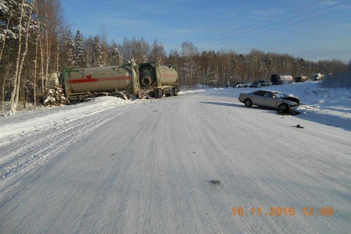 ВТомской области случилось ДТП с фургоном, один человек умер
