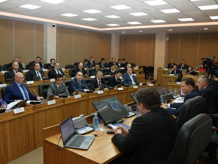 Депутаты готовят поправки в главный финансовый документ Приморья. Фото: Александр МАСЛЯНКО