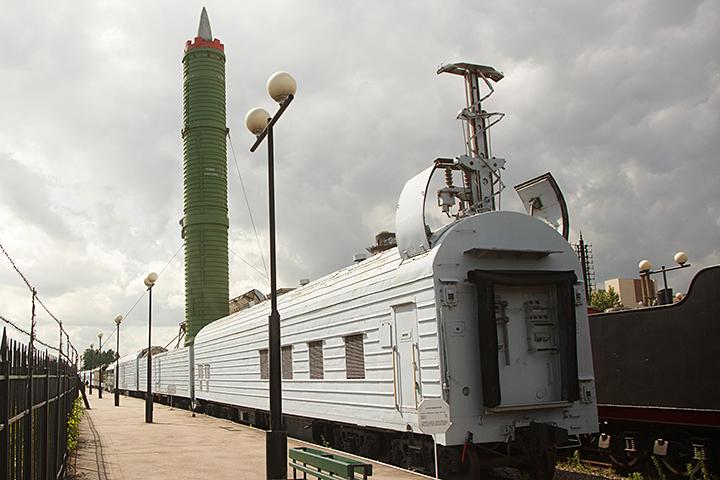 Засечь в движении этот поезд со спутника невозможно, он ничем не выделялся среди других железнодорожных составов