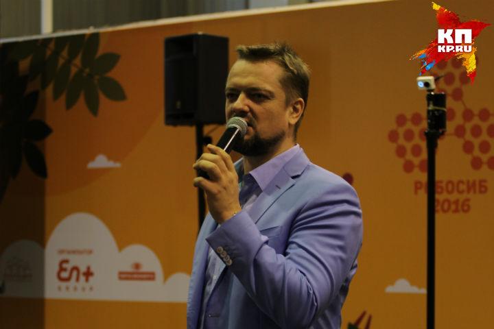 Главный испытатель российского телевидения принимает участие в фестивале робототехники.