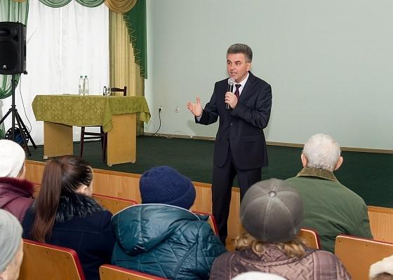 Кандидат в президенты ПМР Вадим Красносельский на встрече с жителями обсудил вопрос о начислении пенсий, в том числе российской, учёте полного трудового стажа и выплате компенсаций.