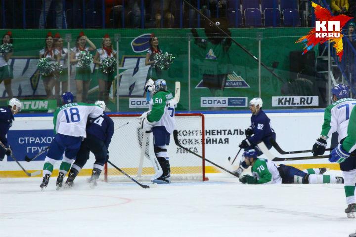«Динамо» несмог забить «Салавату Юлаеву», когда голкипер отвернулся