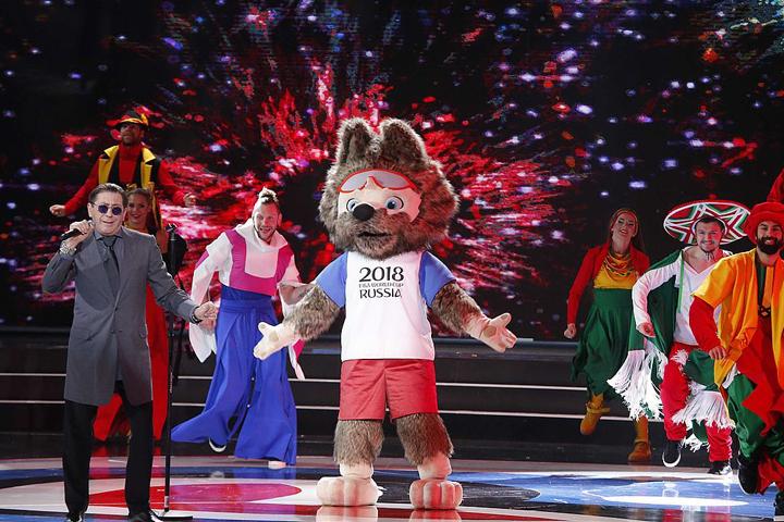 На сцену в Казани вместе с Григорием Лепсом вышел талисман ЧМ-2018 - волк Забивака.