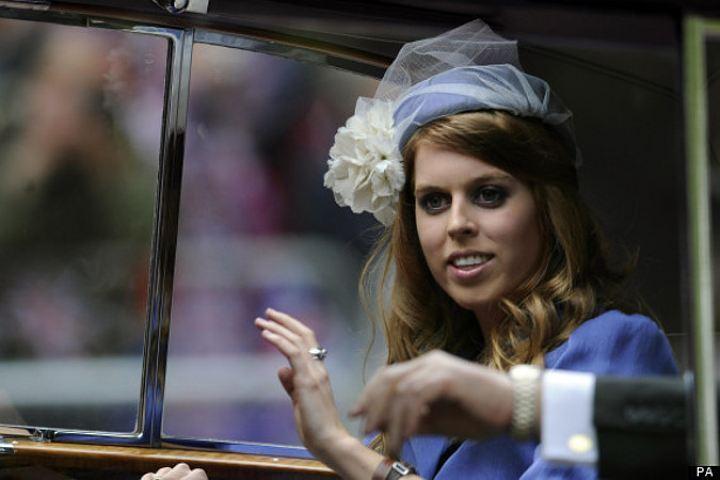 Британская принцесса рассекла мечом щеку певцу Эду Ширану навечеринке
