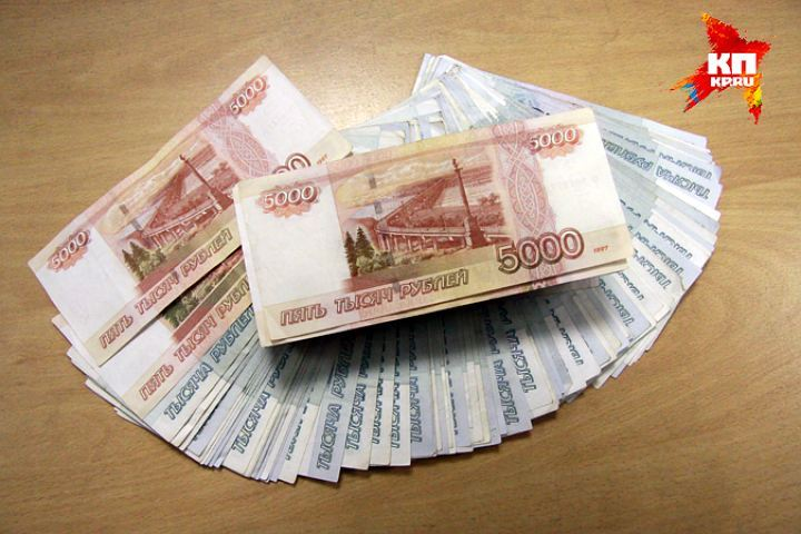 Женщина вбелых сапогах отобрала удепутата вПетербурге 700 тыс. руб.