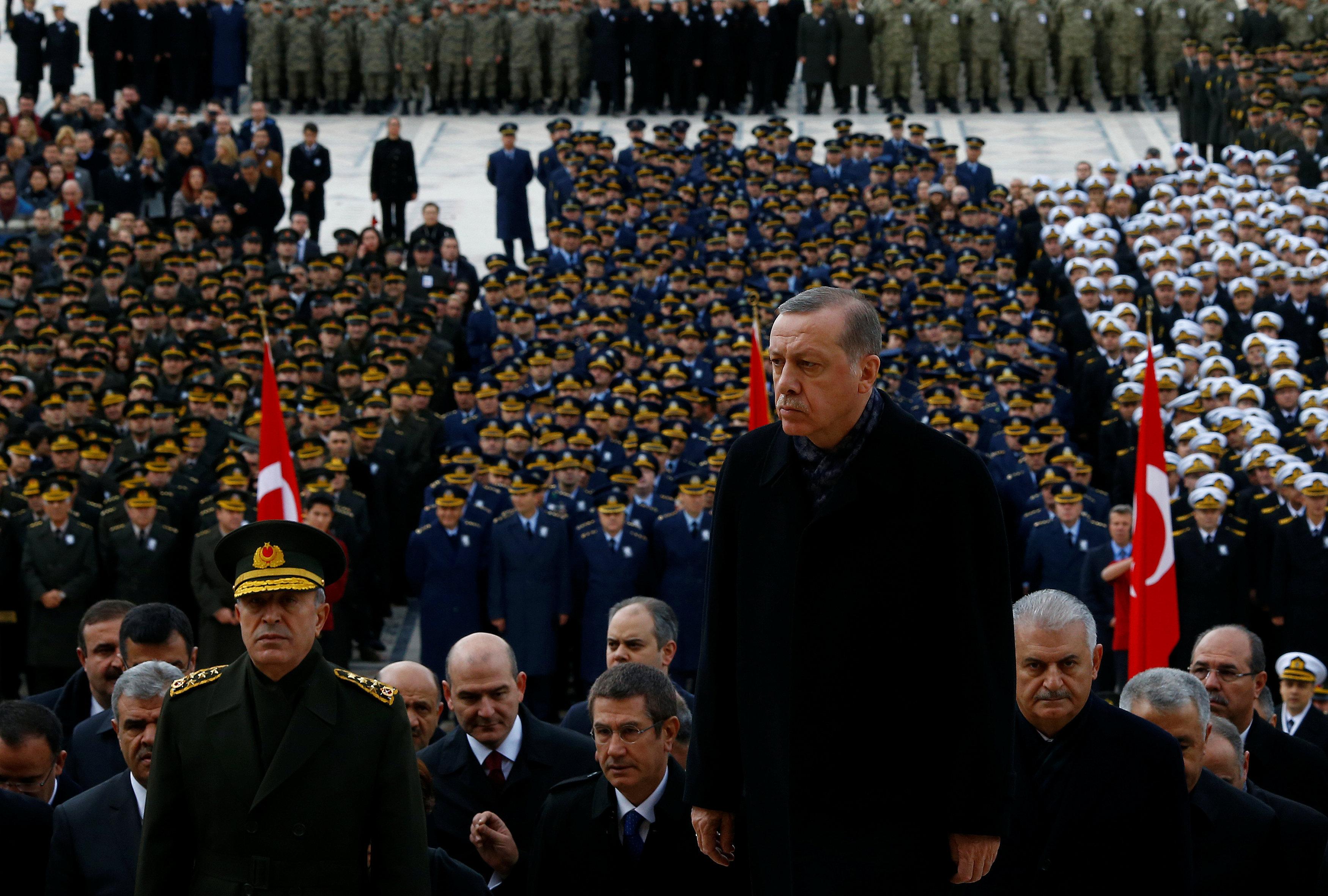 Реджеп Эрдоган заявил, что армия Турции вошла на территорию Сирии, чтобы «положить конец правлению жестокого тирана».