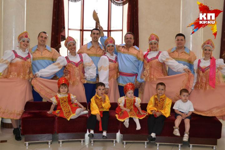 В семье Светличных танцуют сразу три поколения.