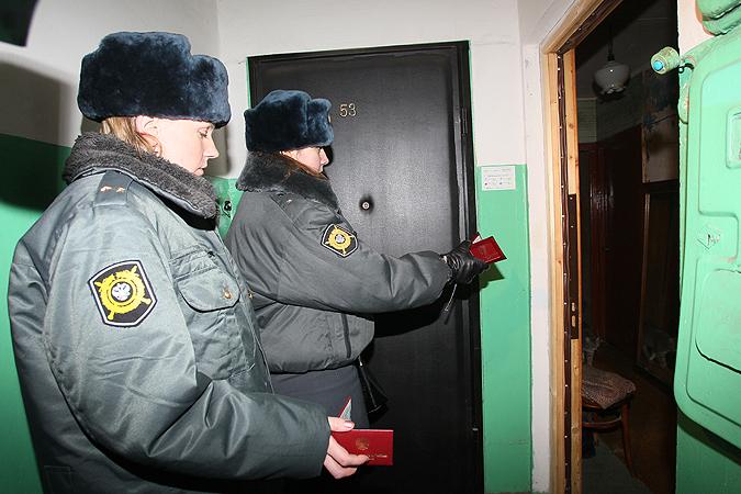 ВНовосибирске 13-летнюю школьницу вподъезде безжалостно избила подруга