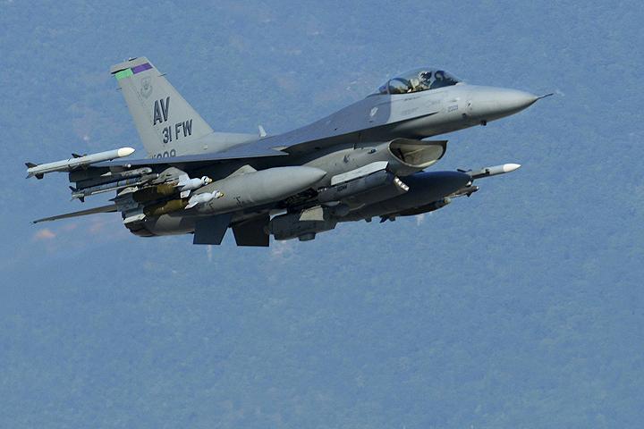 По сути, американская бомбардировка расчистила дорогу террористам «Исламкого государства» (запрещенного в РФ).