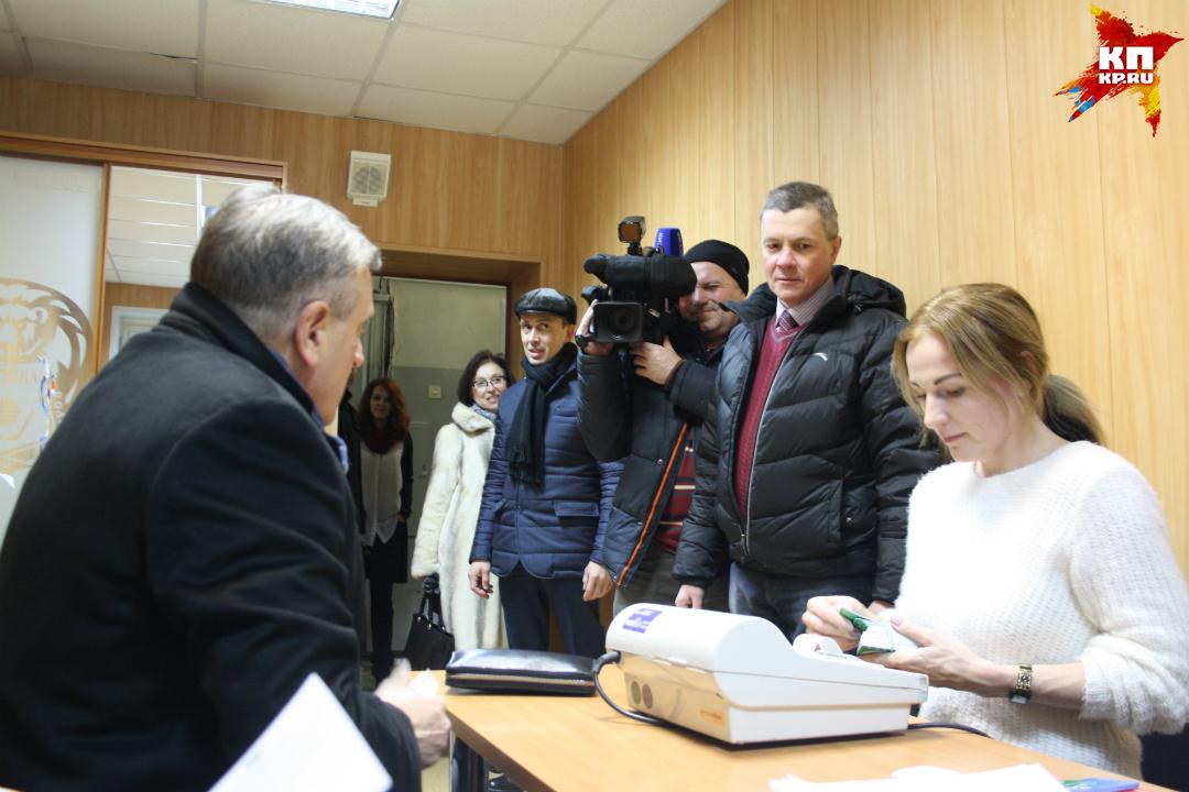 Васильев ичлены руководства приобретут абонементы надомашние игры «Родины»