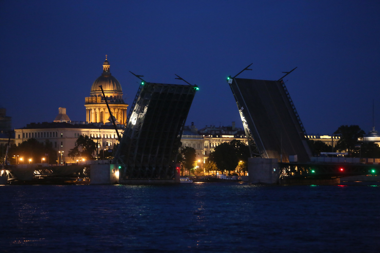 Дворцовый мост будут разводить под музыку и со световым шоу