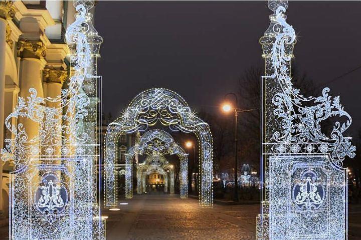 ВПетербурге начали подключать новогодние украшения кэлектросетям