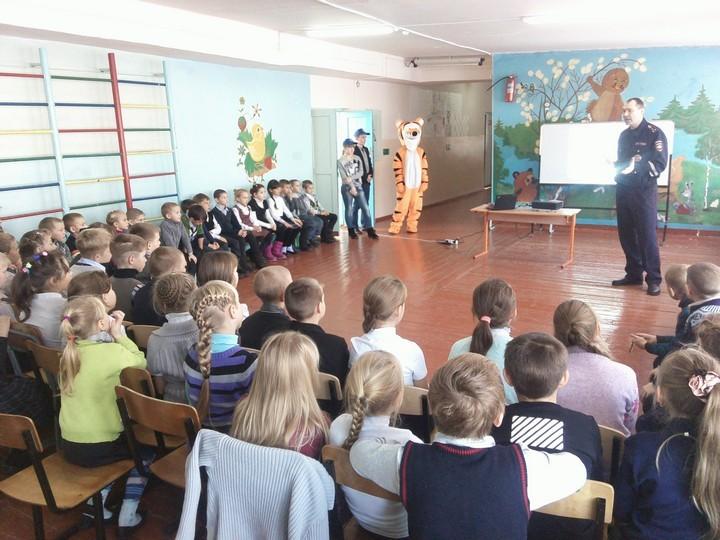 Детям рассказали правила безопасного поведения на дороге. Фото:Вячеслав ГНЕЗДИЛОВ