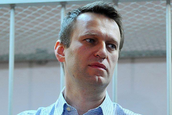 Суд отказался заканчивать дело против Навального