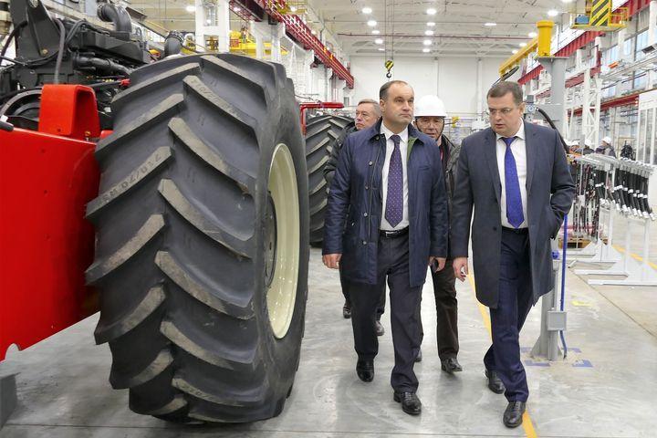 Наполя Ставрополья приедут сто новых комбайнов