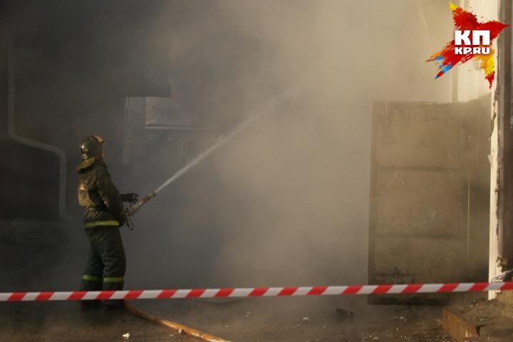Жильцы горящего дома спасли иркутянку, пострадавшую напожаре