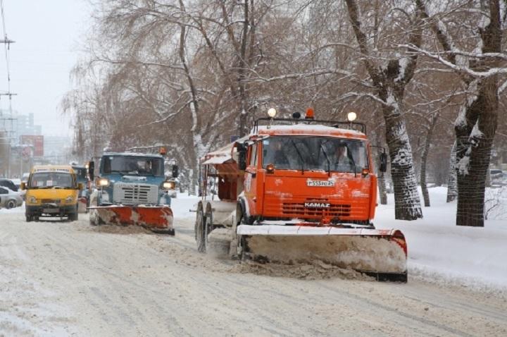 ВВолгограде сдорог вывезено неменее 300 кубометров снега