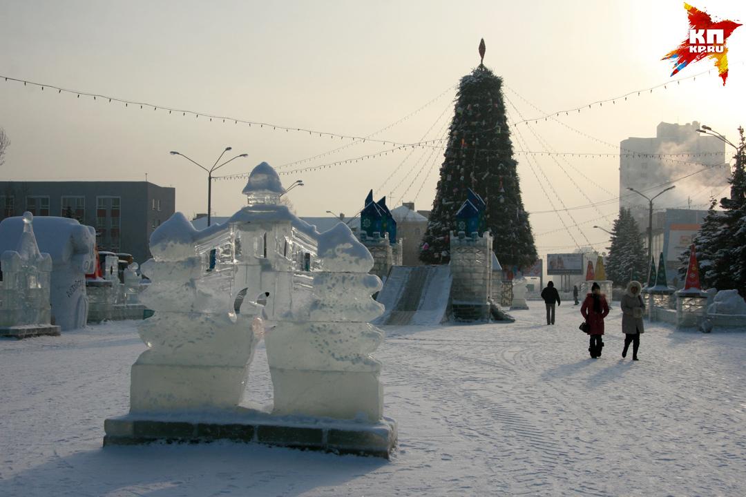 АНовый год все ближе: вБарнауле перекрыли площадь Сахарова