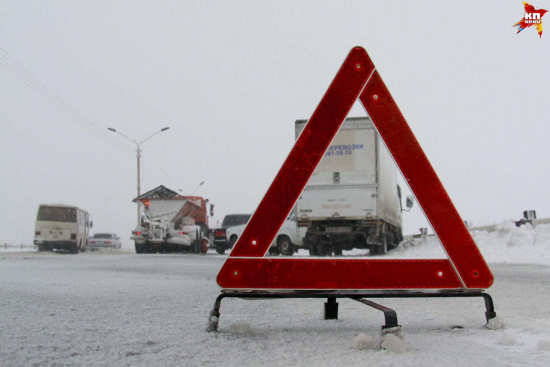 ВОмске наКрасноярском тракте случилось массовое ДТП, трое доставлены вбольницу