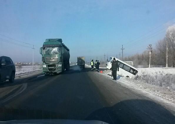 ВКинельском районе фургон столкнулся савтобусом