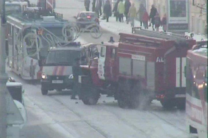 Пожарный автомобиль врезался вRange Rover попути навызов вПерми