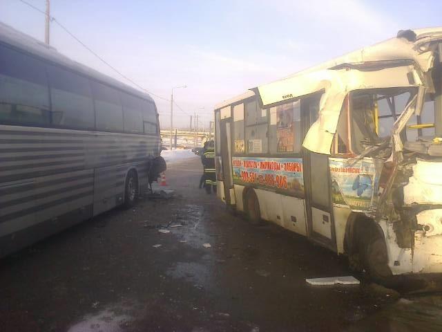 ВДТП сучастием маршрутки иавтобуса пострадали 5 человек