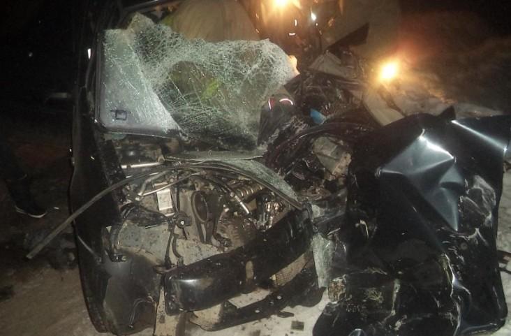 ВЕкатеринбурге Рэно Logan, вылетевший навстречку, протаранил автобус спассажирами