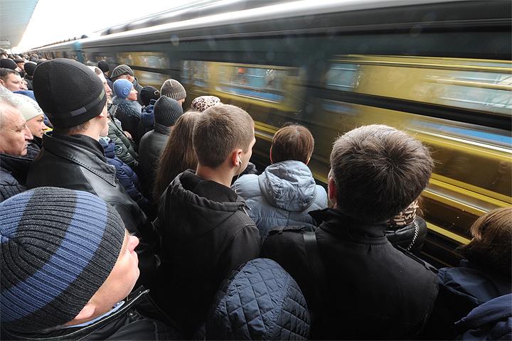 Вметро опровергли информацию оразвалившемся находу поезде