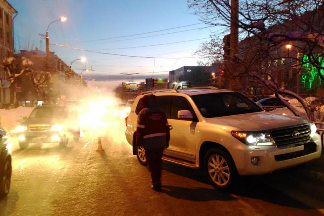 НаОктябрьском проспекте авто-леди наLand Cruiser сбила 2-х девушек