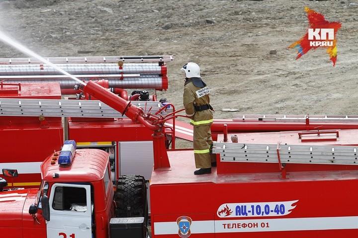 ВКрасноярске зажегся припаркованный «Южного берега» катер