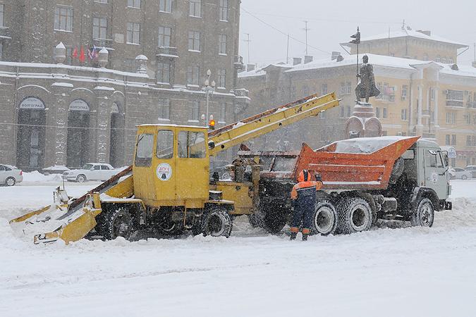 Из-за снегопада вВолгограде увеличили число специальной техники на трассах