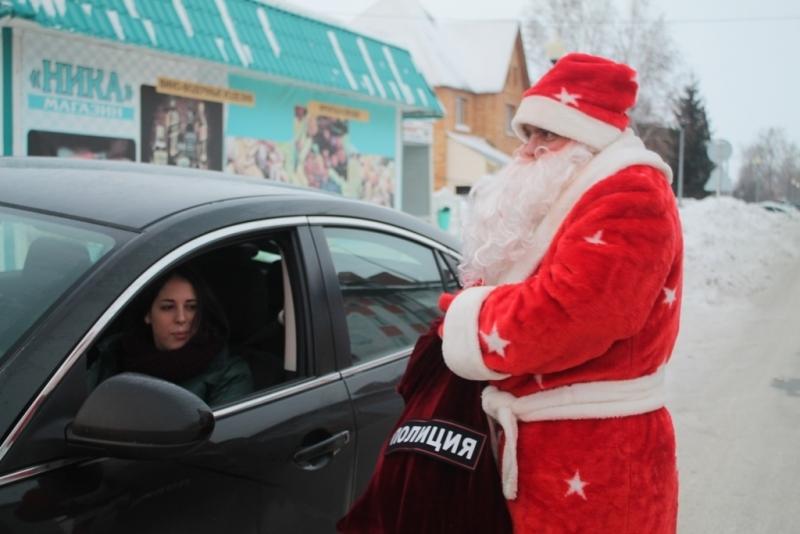 Дед Мороз поздравляет автоледи с наступающим праздником