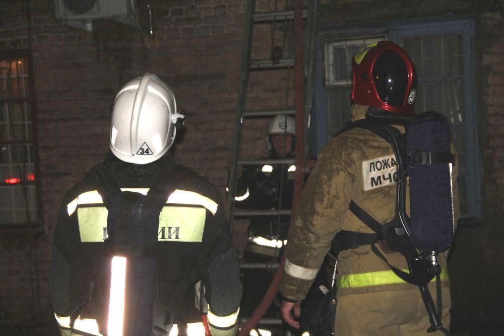 ВРостове ночью потушили сильный пожар наскладе