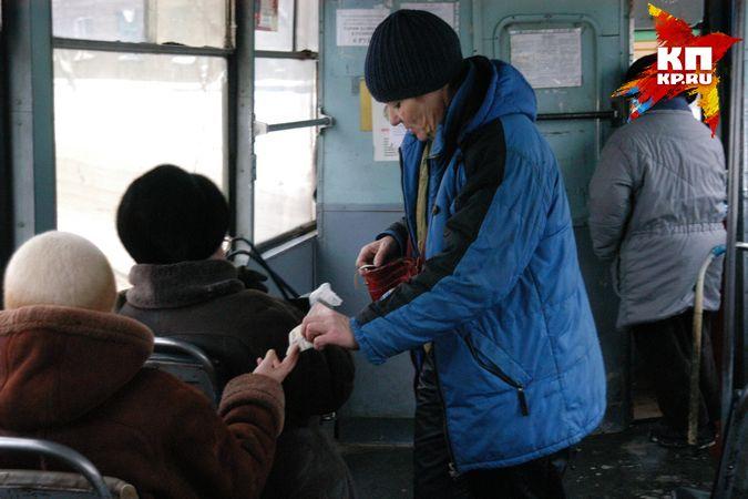 приставал в автобусе пока она ехала на работу видео