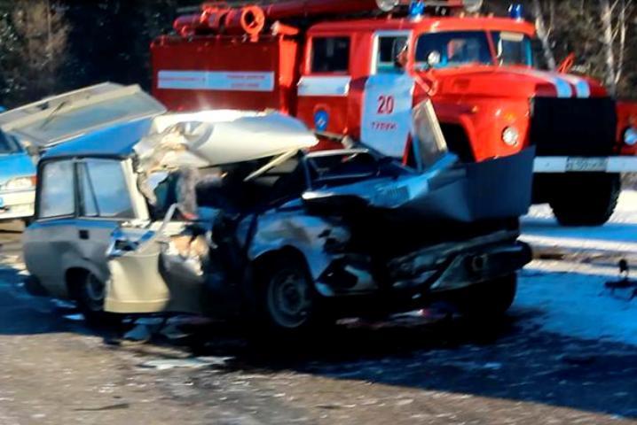 Пассажирка «Жигулей» погибла при столкновении сКАМАЗом вПриангарье