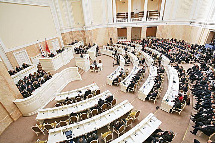 Заксобрание Петербурга потратит 439 млн на транспортировку депутатов