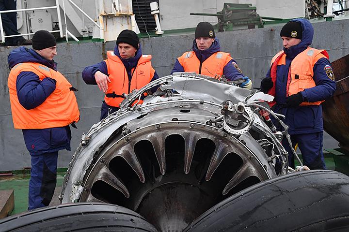 Провел анализ фотографий фрагментов ТУ-154, которые сделал на месте крушения наш фотокорреспондент Владимир Веленгурин