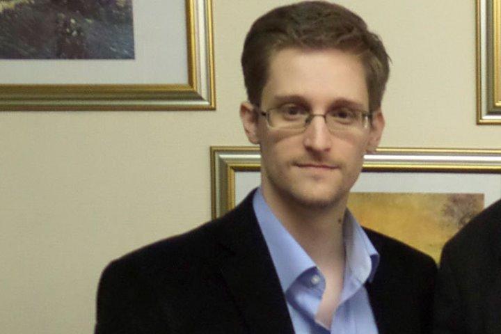 Неменее млн человек подписали петицию кОбаме опомиловании Сноудена