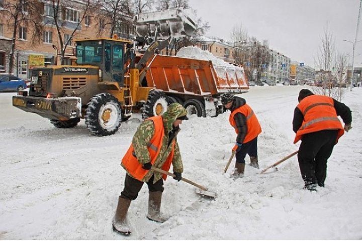 Занеделю сулиц Петербурга вывезли неменее 60 тыс. кубов снега