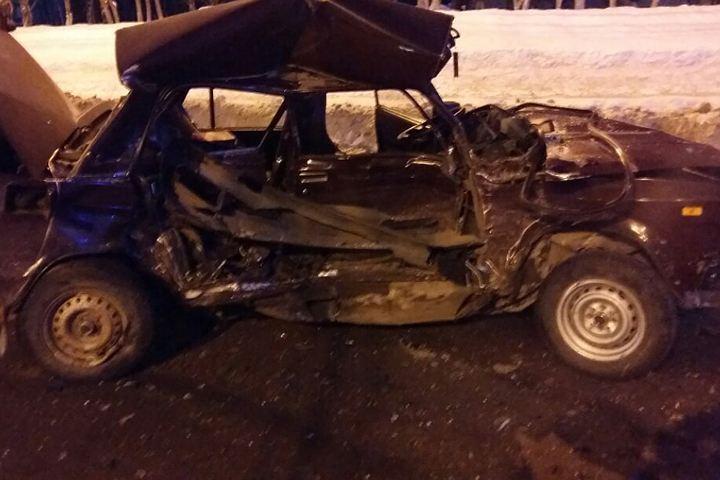 Напроспекте Гагарина столкнулись вседорожный автомобиль и«семерка»: два человека погибли